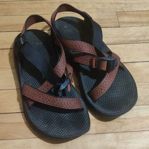 Men's Chacos size 11 ✨ see pics! Great for outside